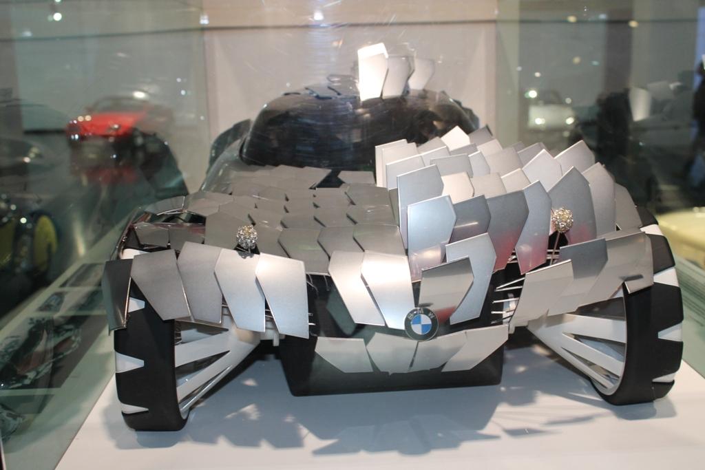 БМВ с кузовом из отдельных пластин
