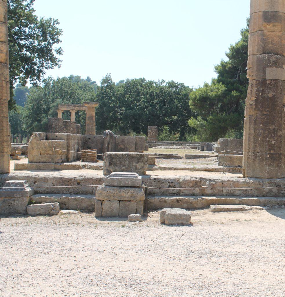 Древние руины в Олимпии фото