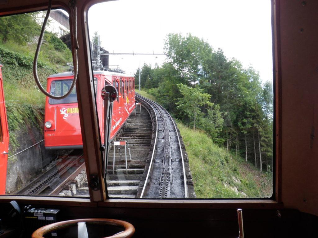 Поезд, поднимающийся в гору