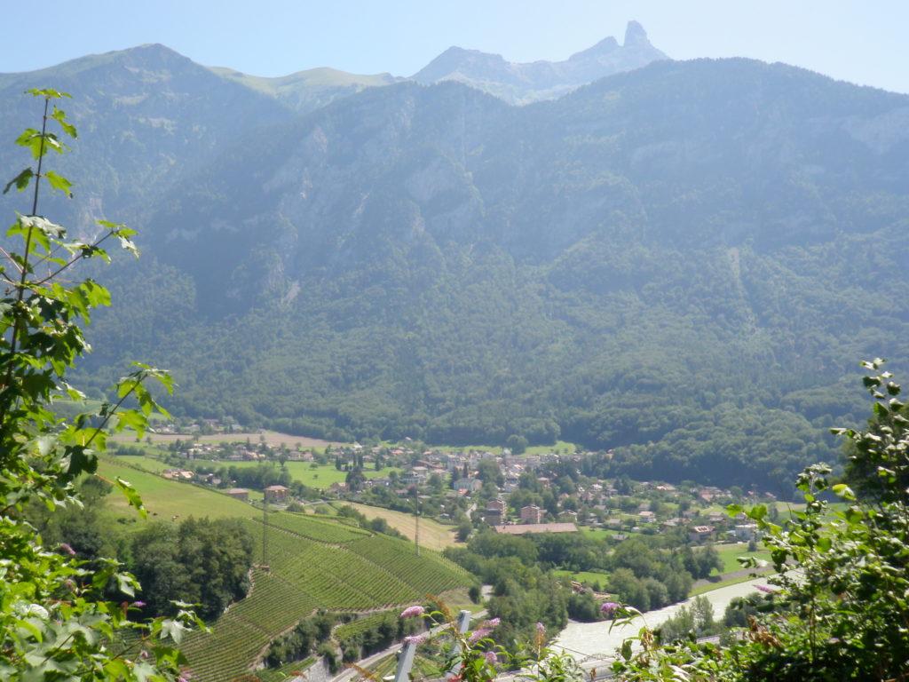 Фото долины с горы