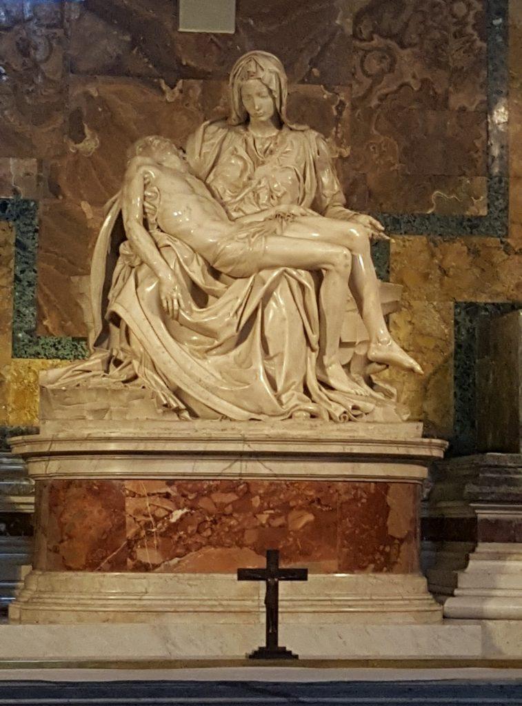 Скульптура Дева Мария оплакивающая мертвого Христа
