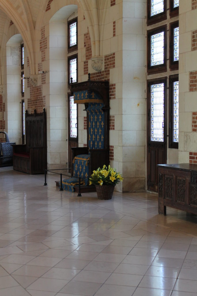 Большой зал и трон