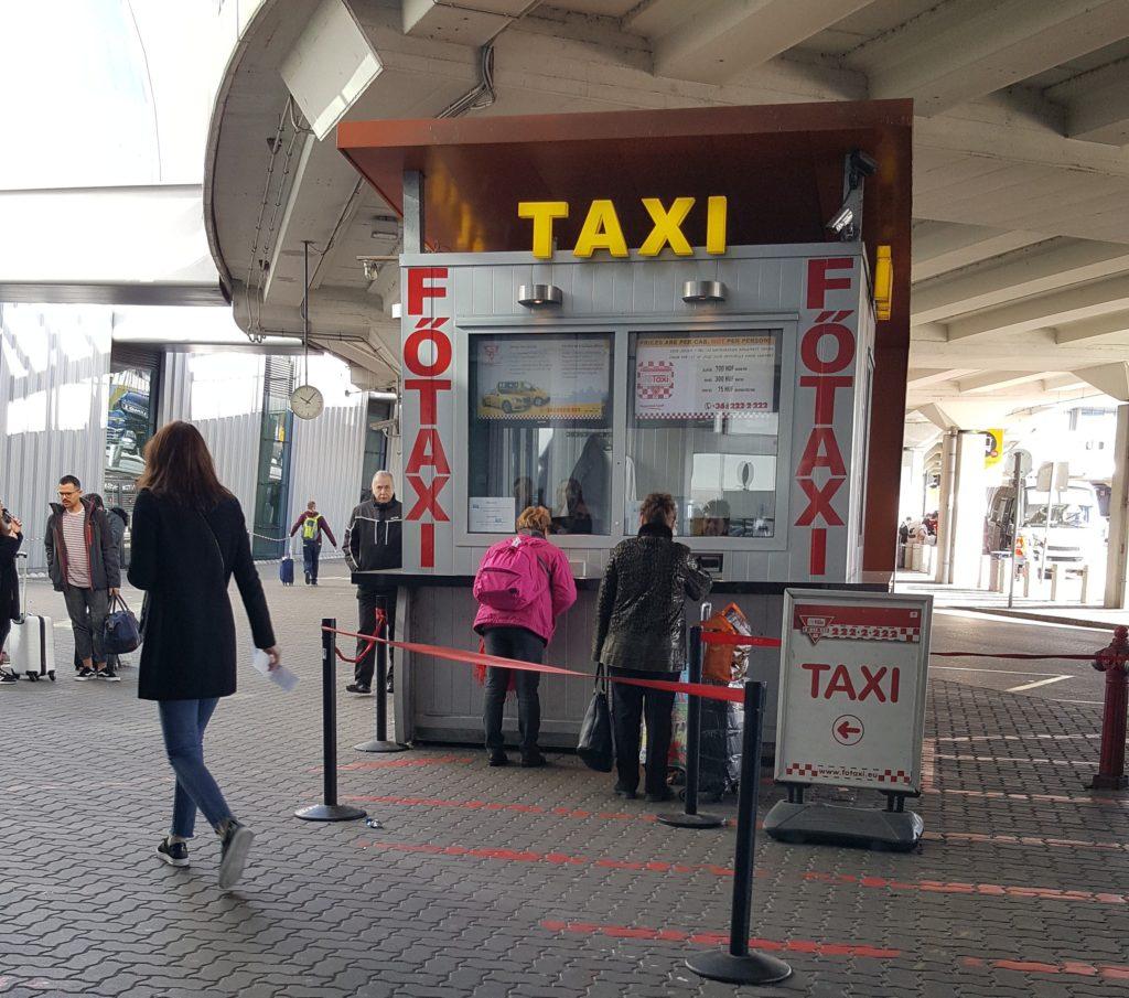 Киоск такси в аэропорту Будапешта
