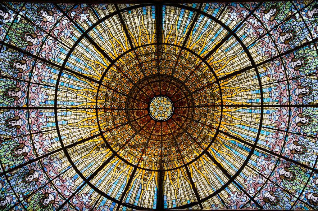 Купол дворца каталонской музыки
