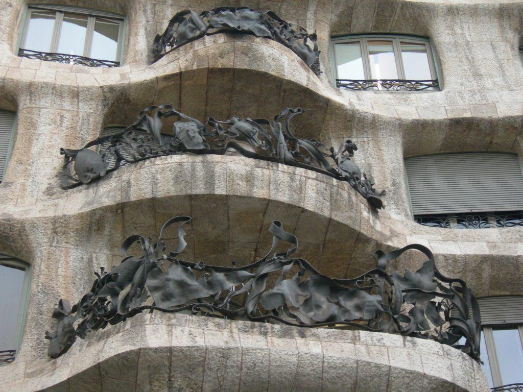 Балконы дома Мила