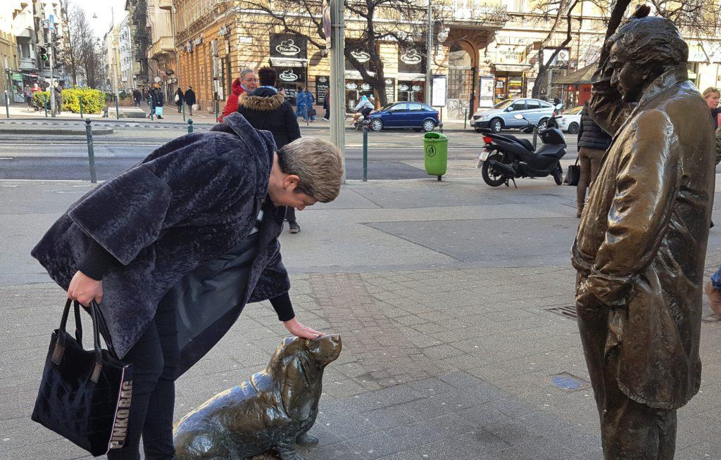 Памятник Петеру Фальку