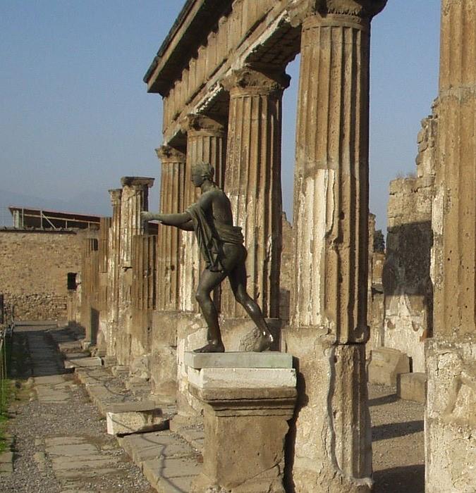 Статуя Аполлона в Помпеях