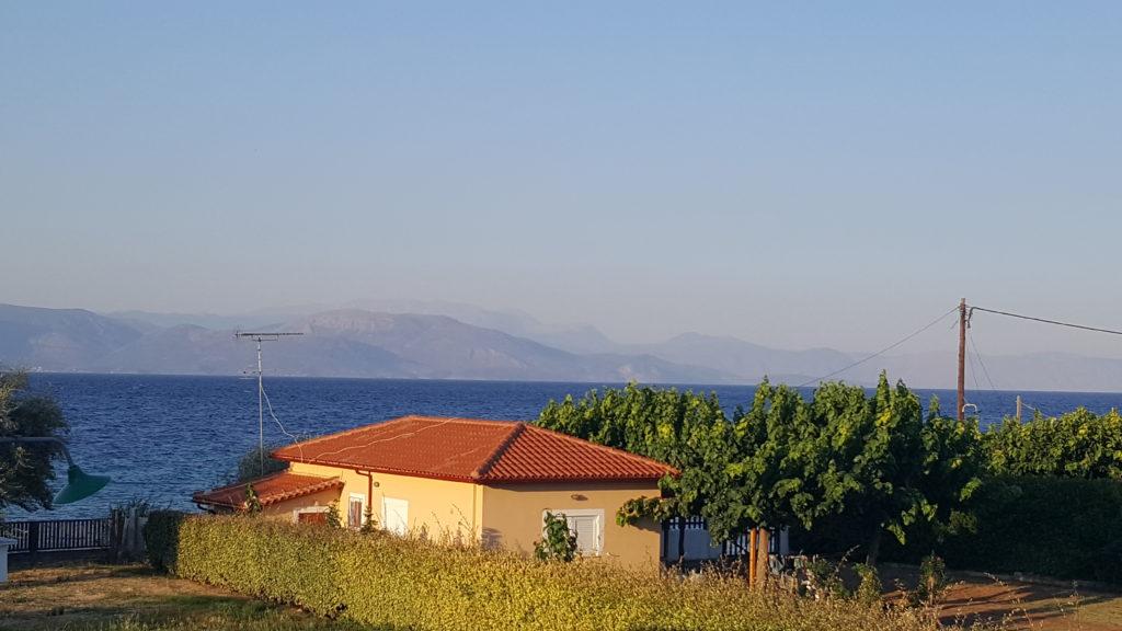 Вид из номера в апартаментах Christopoulos Villas