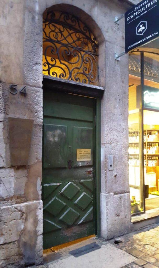 Дверь в самый длинный трабуль в Лионе