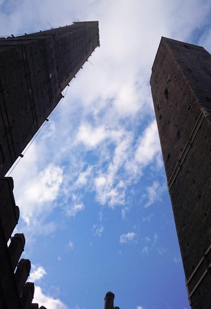 Падающие башни в Болонье