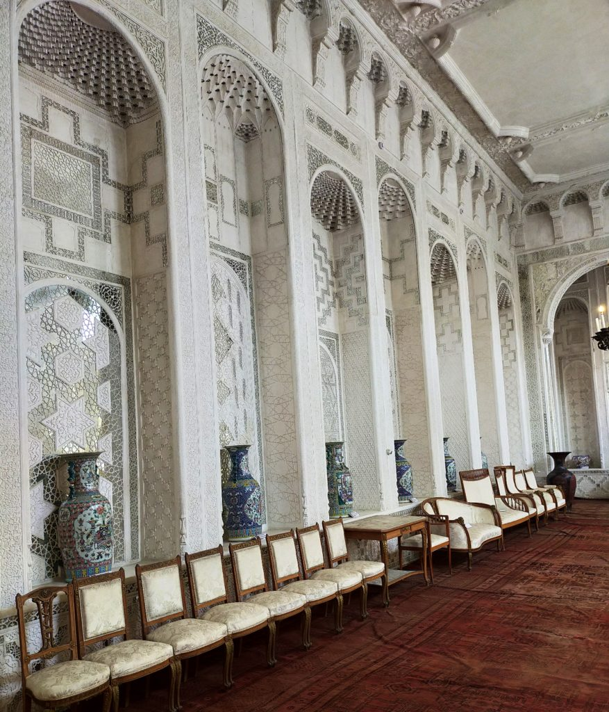 Белый зал во дворце Ситораи Мохи-Хоса