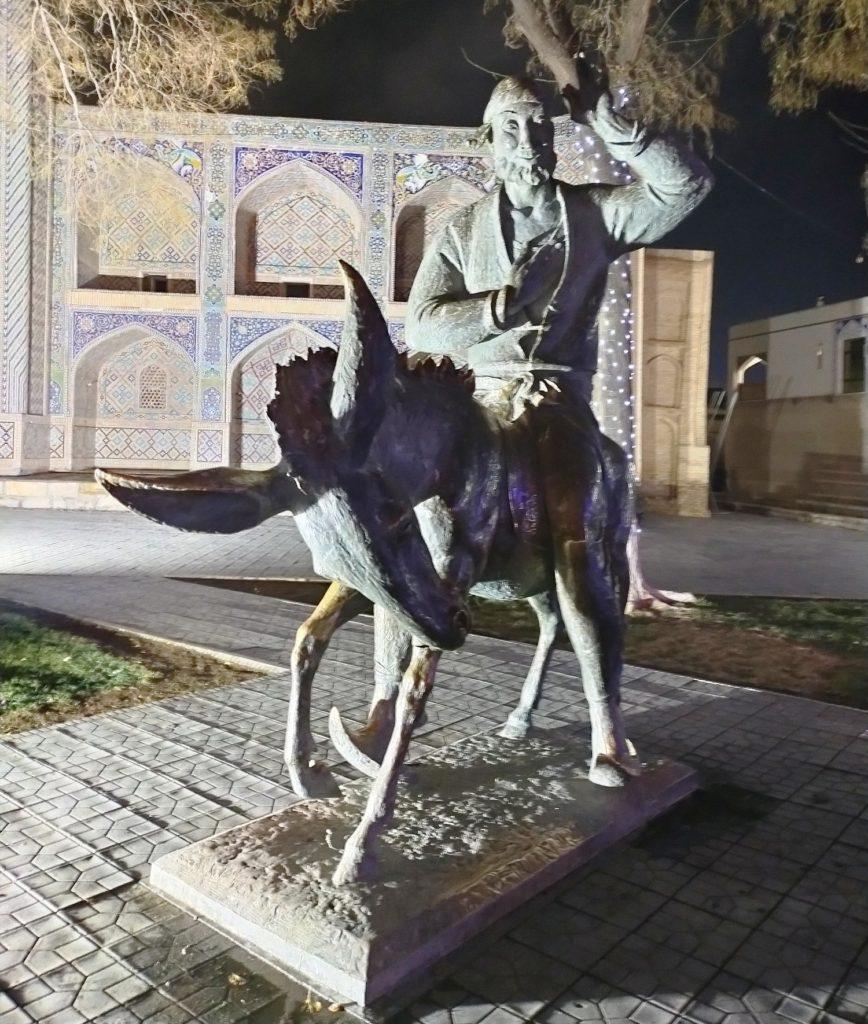 Памятик Ходже Насреддину в Бухаре