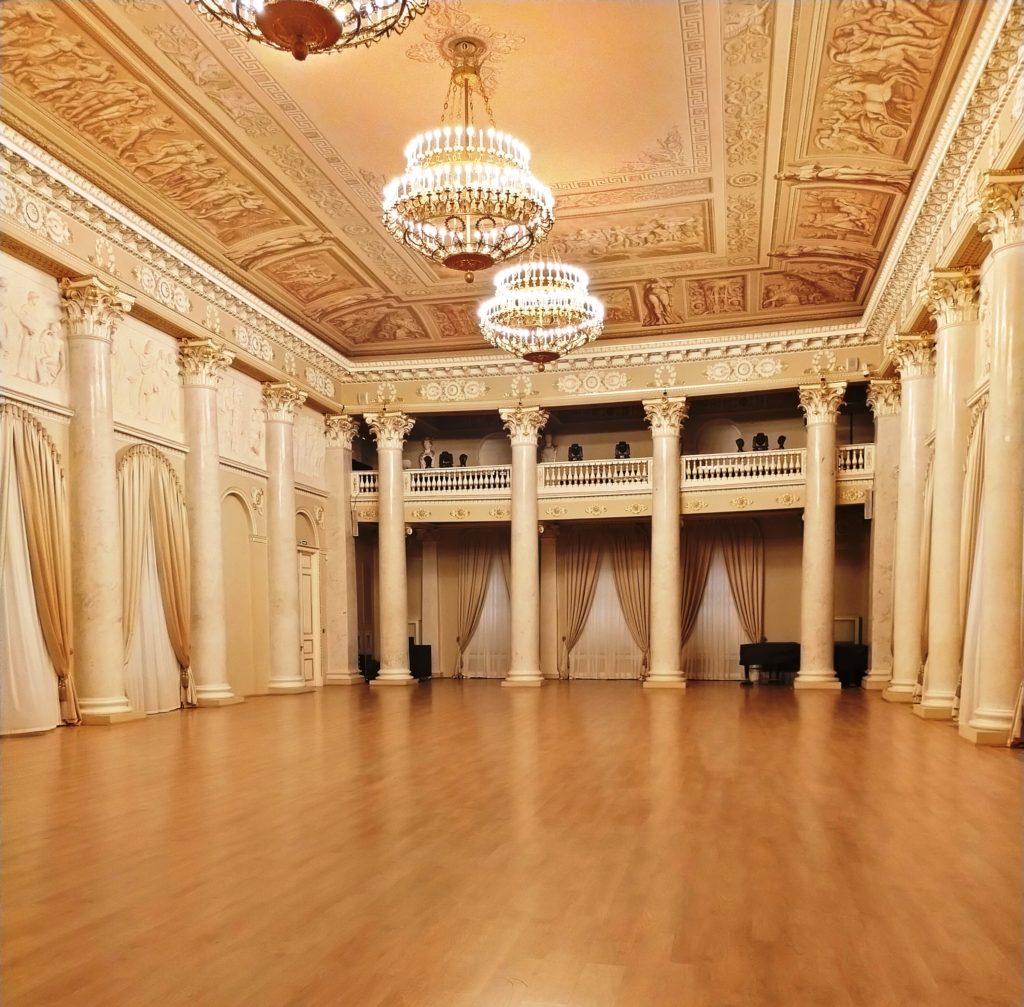 Белая гостиная Шуваловского дворца