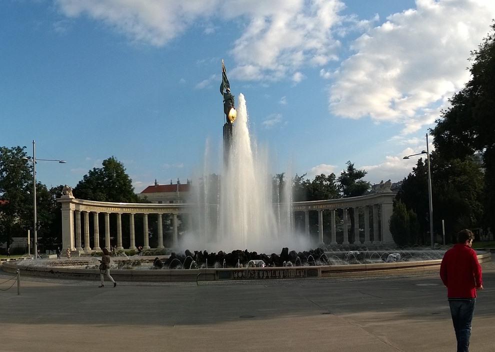 Памятник Красной армии в Вене