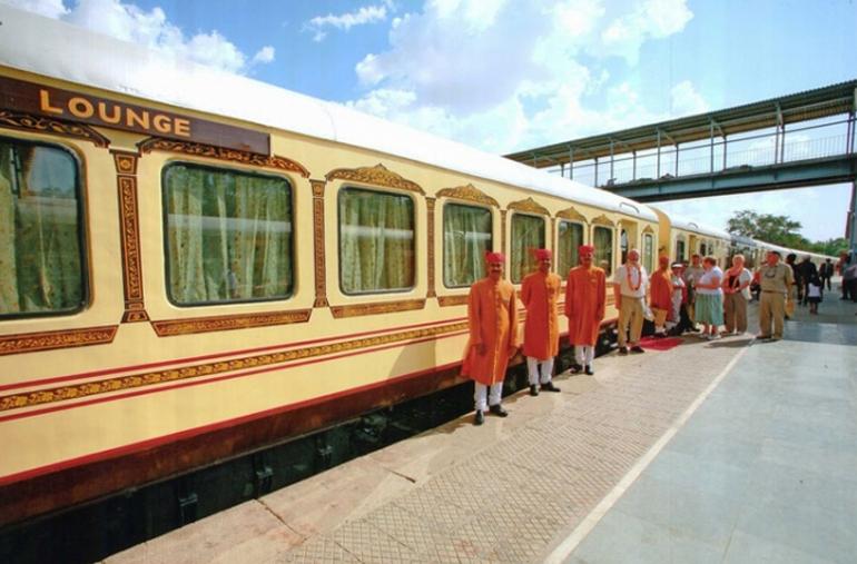 Поезд Дворец на колесах