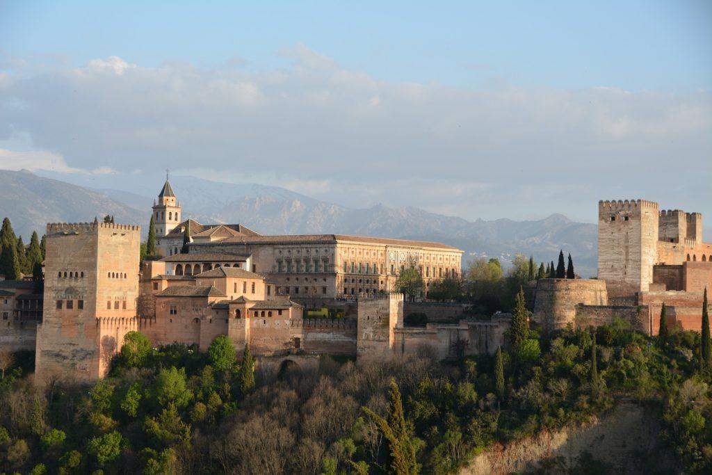 Фото главной достопримечательности Гранады - Альгамбры