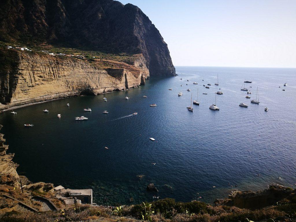 Яхты у острова Салина