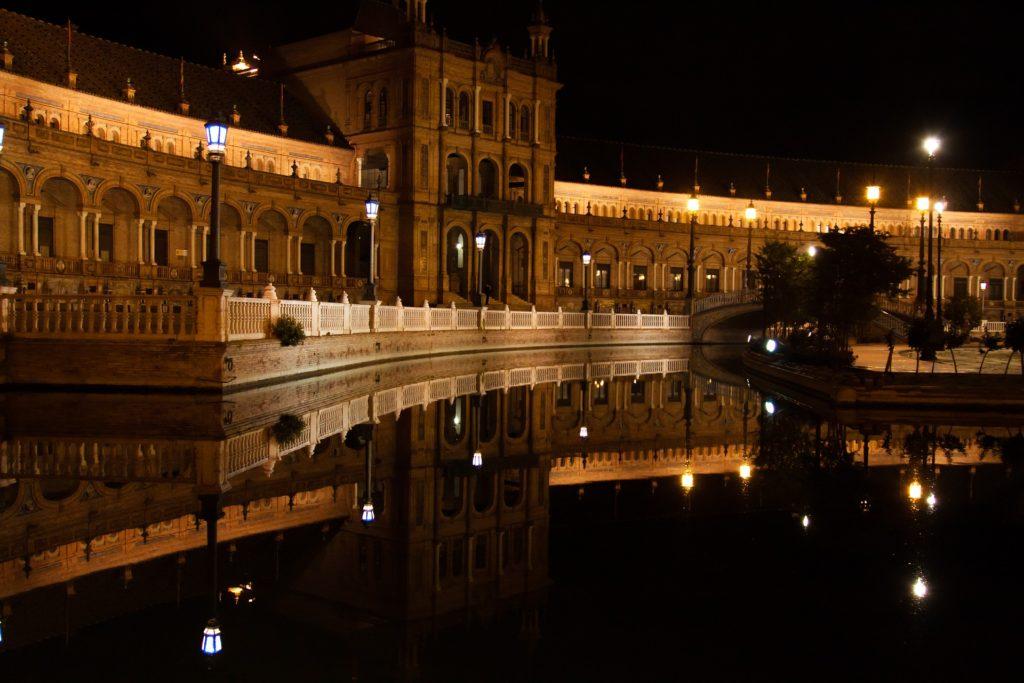 Площадь Испании ночью