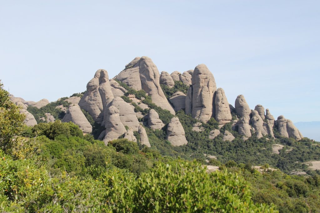 Гора Монтсеррат покрыта причудливыми скалами