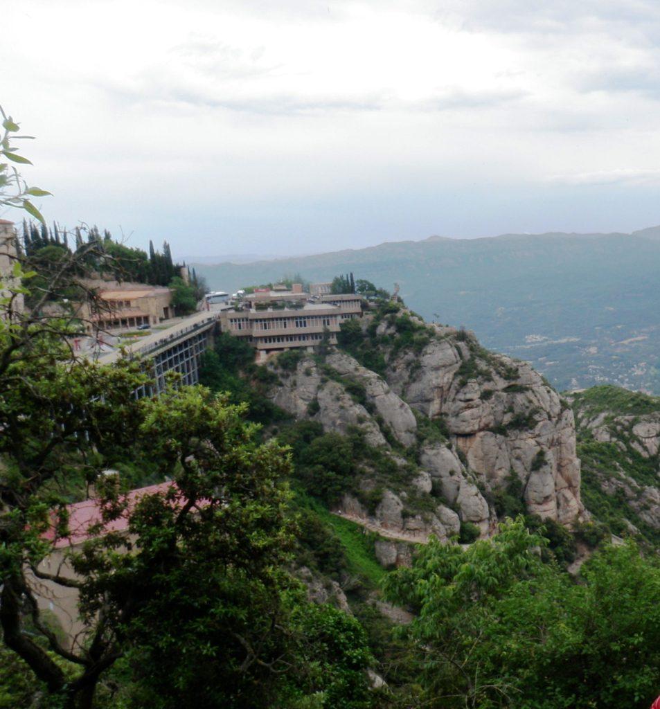 Вид со смотровой площадки на монастырь Монтсеррат