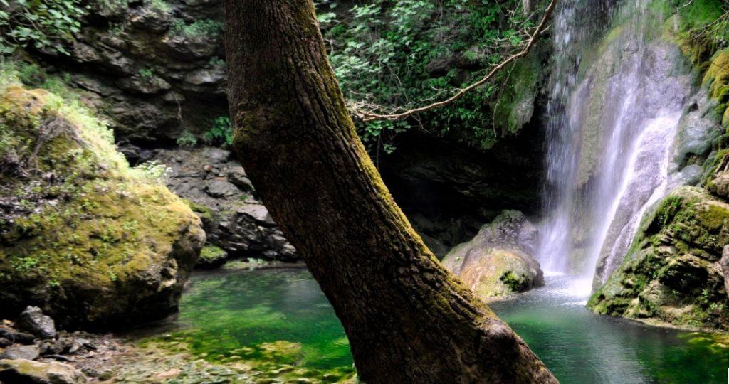 Водопад на острове Китира