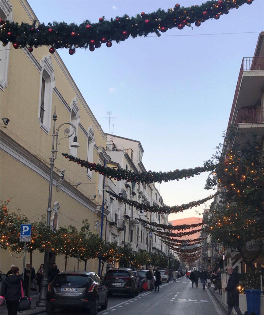 Нарядная улица в Сорренто