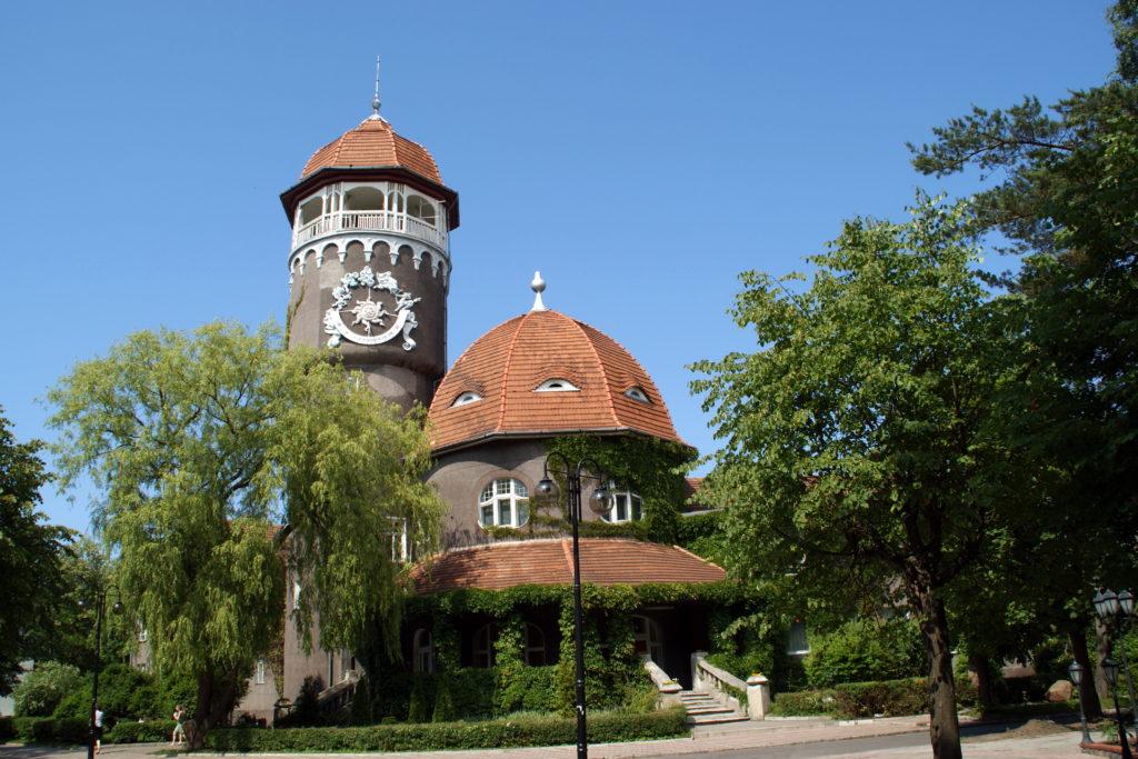 Главный символ Светлогорска - башня водолечебницы