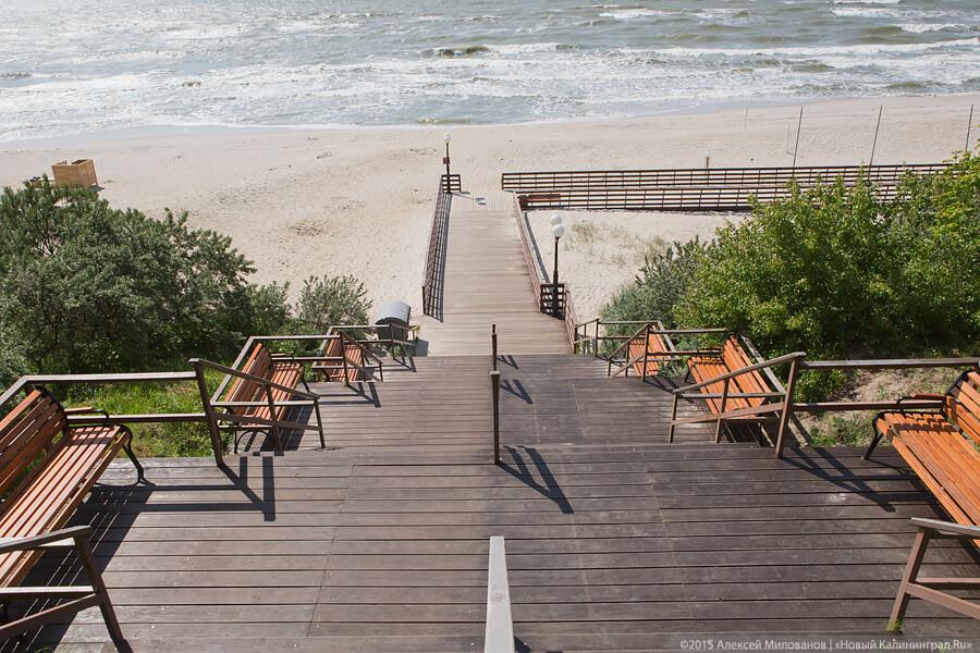 Янтарный. Лестница из парка на пляж
