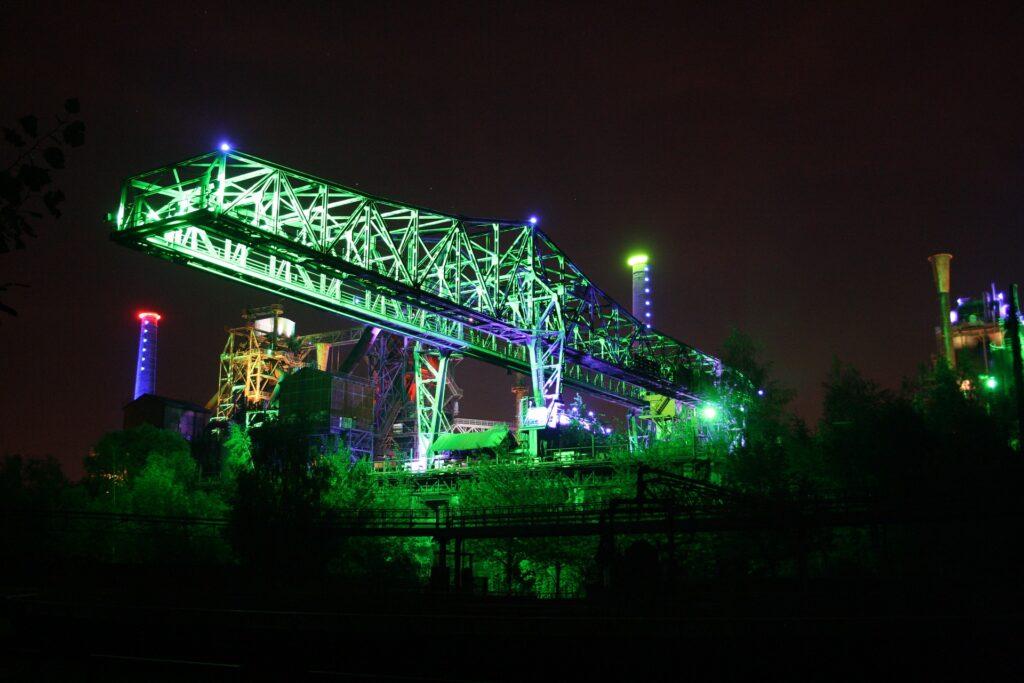 Вечерняя подсветка в ландшафтном парке Дуйсбург-Норд