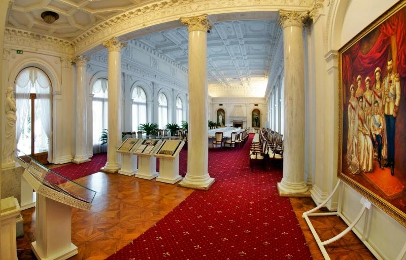 Белый (парадный) зал